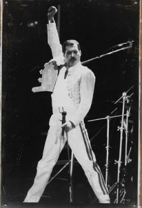 Rusty-Blechschild---FREDDIE-MERCURY---ON-STAGE---lieferbar-in-3-versch-Grssen